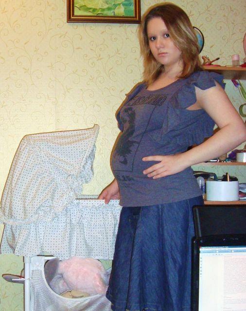 Пузатая беременяшка в короткой юбке фото 29 фотография
