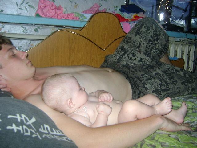 сын гей отсасал спящиму отцу